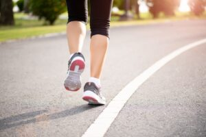 How-to-avoid-injuries-when-running-on-the-road